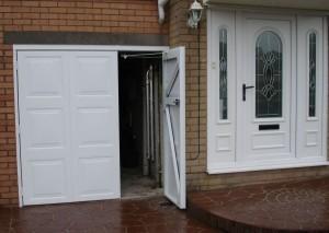 garážová vrata dvoukřídlá
