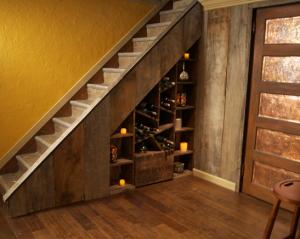 prostor pod schody - špajzka
