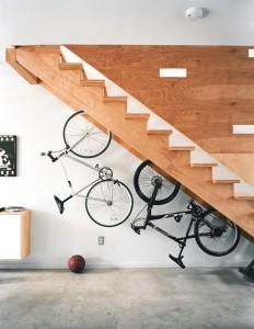 prostor pod schody - kola
