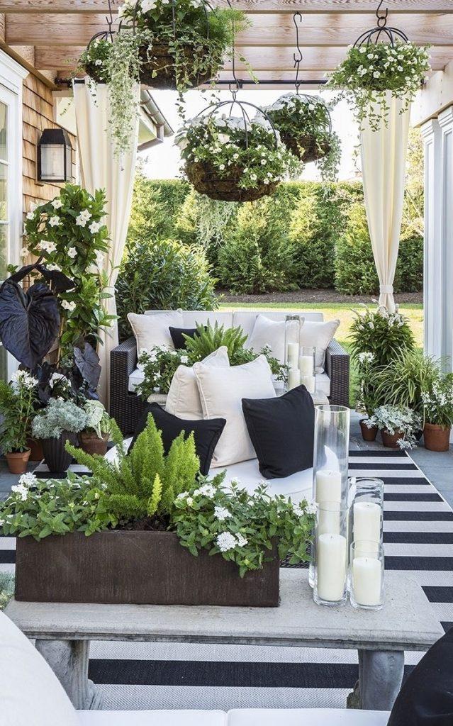 ozdobená veranda bílá