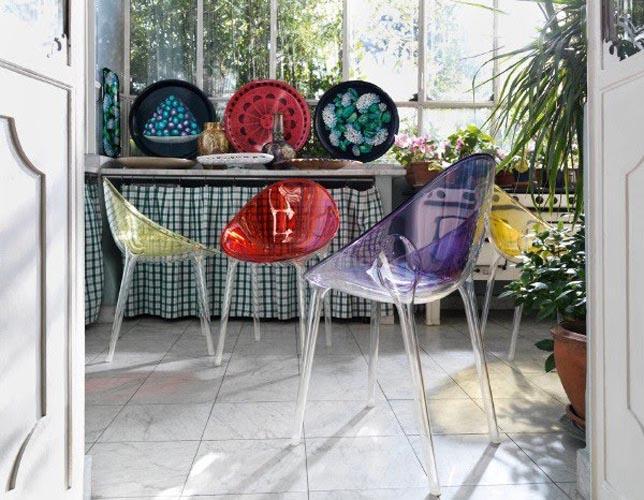 plast v interiéru židle