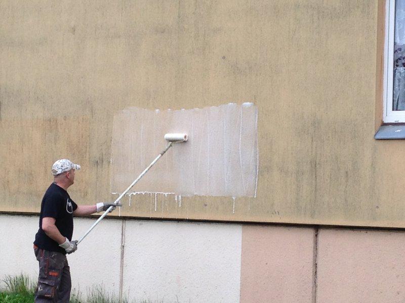 Nepodceňujte pravidelné čištění fasády!
