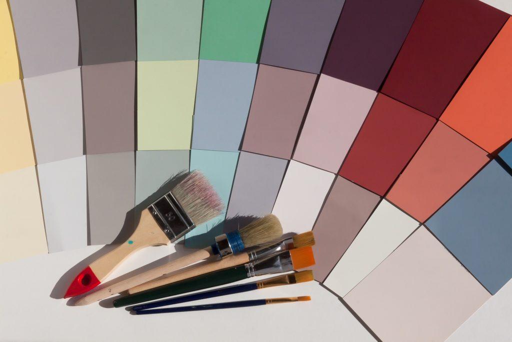 Osvěžte interiér trendy barvami