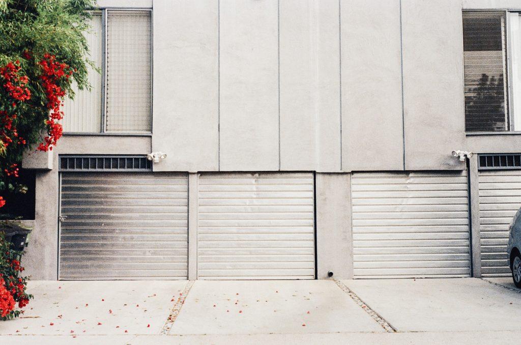 Na co myslet při budování garáže