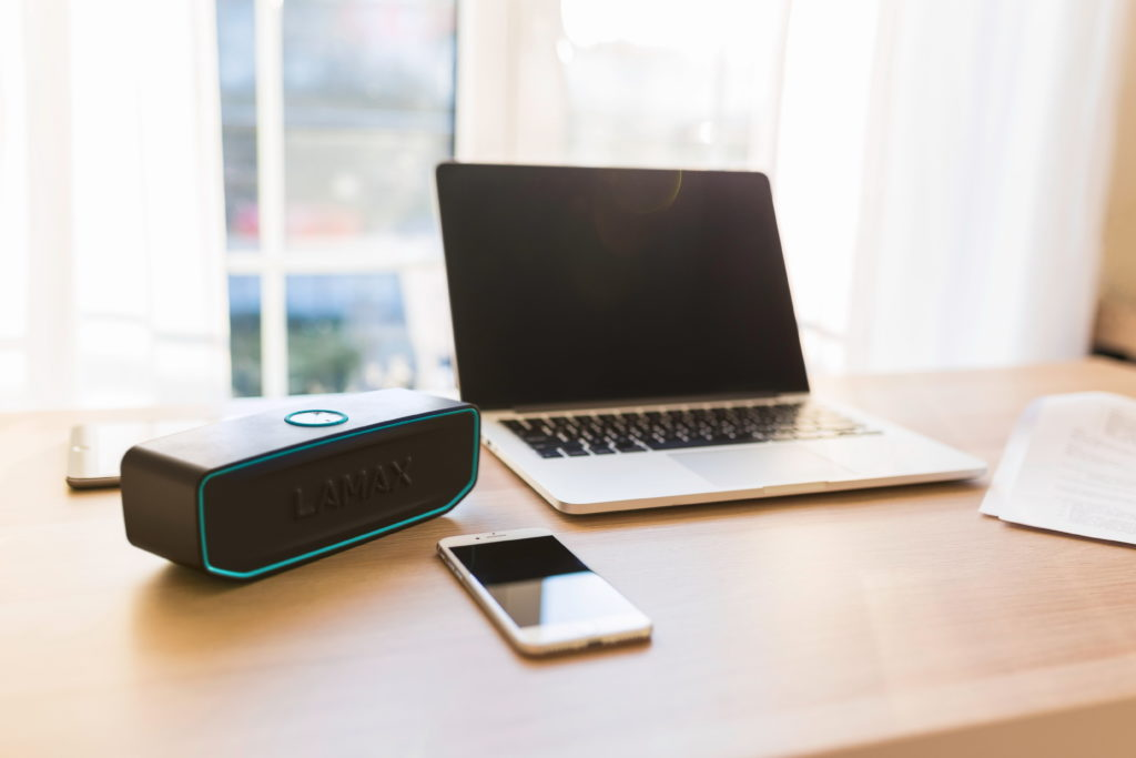 Reproduktor LAMAX Solitaire1 oživí každý interiér zvukem i designem